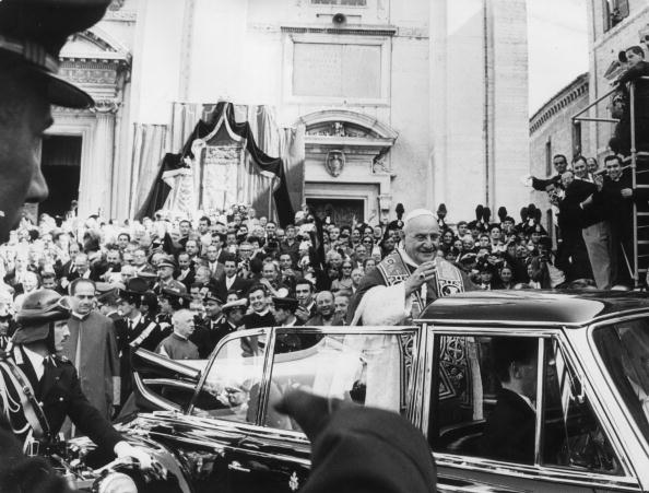 Black And White「Popular Pope」:写真・画像(17)[壁紙.com]