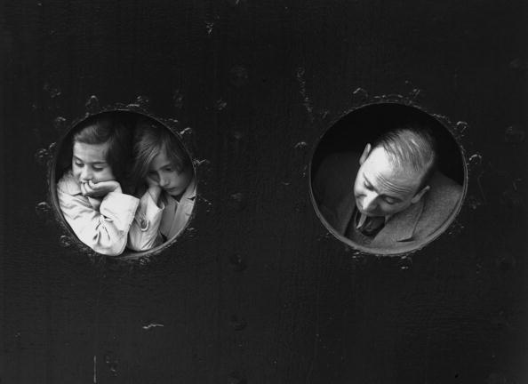 Mode of Transport「Refugees At Portholes」:写真・画像(15)[壁紙.com]