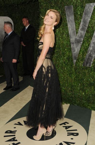 Emily VanCamp「2012 Vanity Fair Oscar Party Hosted By Graydon Carter - Arrivals」:写真・画像(2)[壁紙.com]