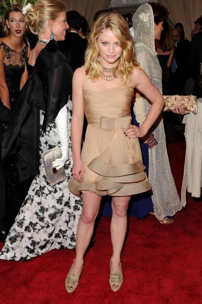 "Emilie De Ravin「""American Woman: Fashioning A National Identity"" Met Gala - Arrivals」:写真・画像(4)[壁紙.com]"
