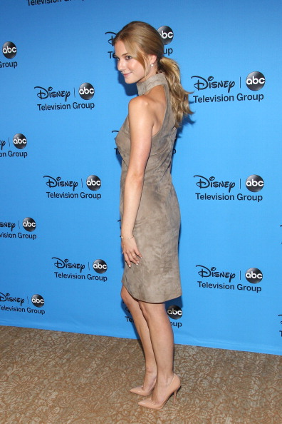 "Emily VanCamp「Disney & ABC Television Group's ""2013 Summer TCA Tour"" - Arrivals」:写真・画像(18)[壁紙.com]"