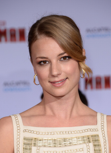 "Emily VanCamp「Premiere Of Walt Disney Pictures' ""Iron Man 3"" - Arrivals」:写真・画像(6)[壁紙.com]"