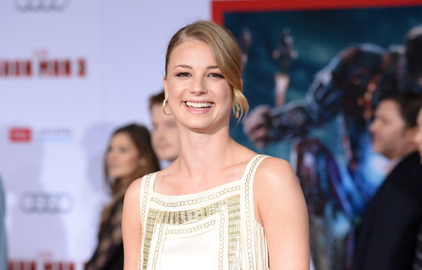 "Emily VanCamp「Premiere Of Walt Disney Pictures' ""Iron Man 3"" - Arrivals」:写真・画像(7)[壁紙.com]"