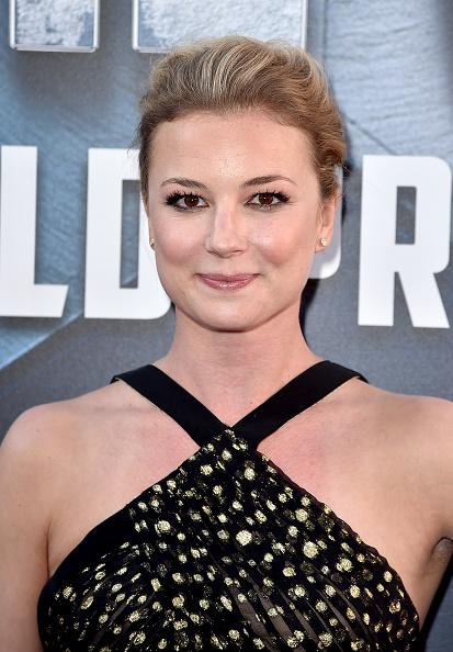 "Emily VanCamp「Premiere Of Marvel's ""Captain America: Civil War"" - Red Carpet」:写真・画像(16)[壁紙.com]"