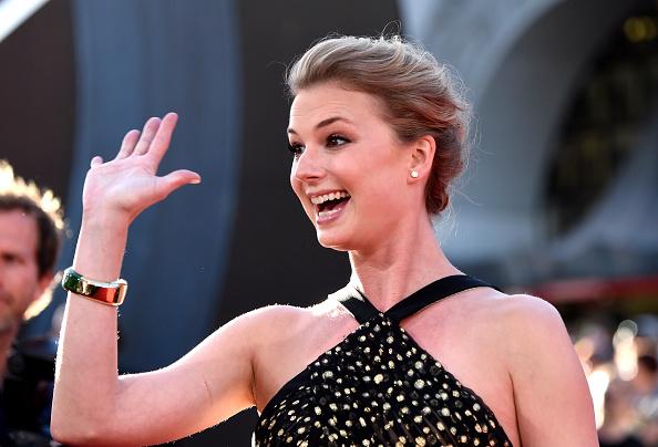 "Emily VanCamp「Premiere Of Marvel's ""Captain America: Civil War"" - Arrivals」:写真・画像(10)[壁紙.com]"