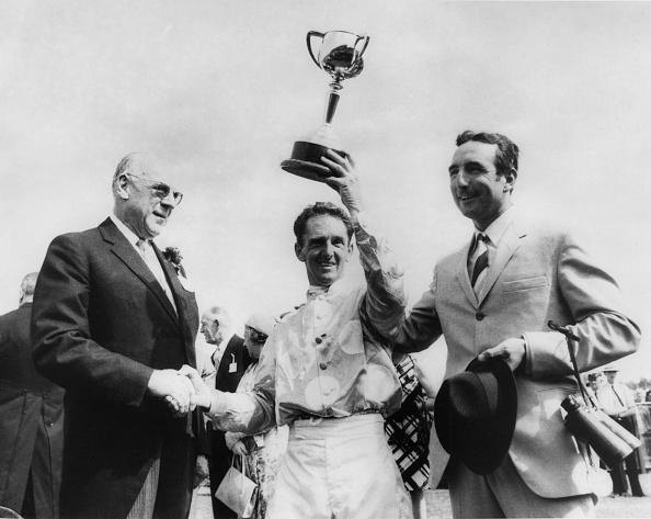 Horse「Rain Lover Wins Melbourne Cup」:写真・画像(8)[壁紙.com]