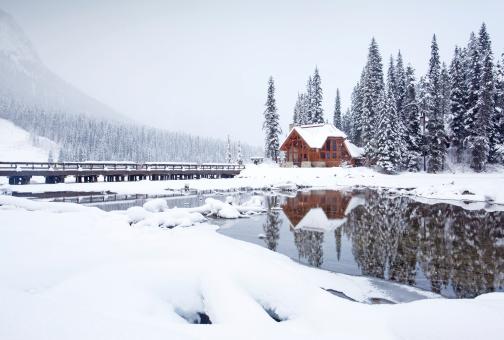 Yoho National Park「Mountain Lodge in Winter」:スマホ壁紙(11)