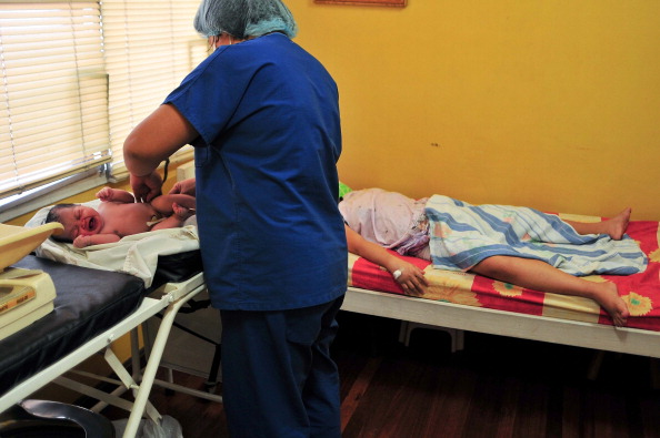 Delivery Room「Nazareth House Care Workers Look After Single Mothers In Need」:写真・画像(14)[壁紙.com]