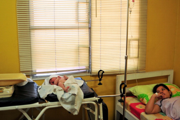 Delivery Room「Nazareth House Care Workers Look After Single Mothers In Need」:写真・画像(16)[壁紙.com]