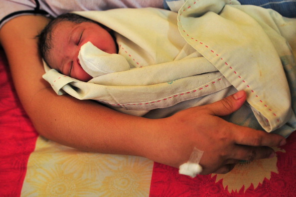 Delivery Room「Nazareth House Care Workers Look After Single Mothers In Need」:写真・画像(15)[壁紙.com]