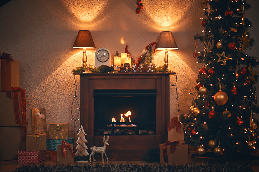 Christmas Decoration「Christmas Decoration with Christmas Tree Ornaments and Holiday Lights in a Cozy Atmosphere」:スマホ壁紙(9)