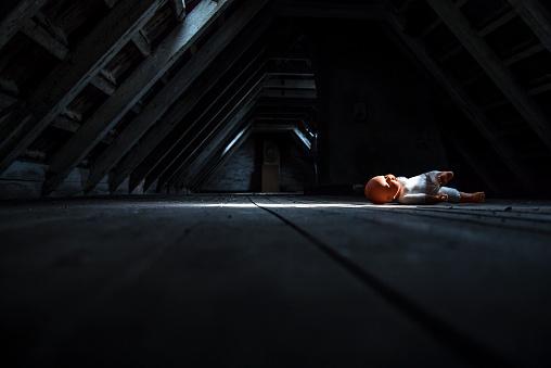 Attic「Doll lying at empty dark attic」:スマホ壁紙(18)