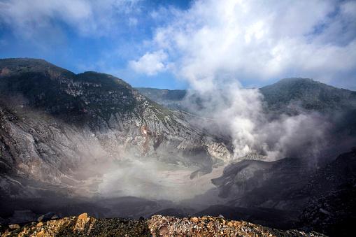 Active Volcano「Tangkuban Perahu Crater, Bandung, West Java, Indonesia」:スマホ壁紙(12)