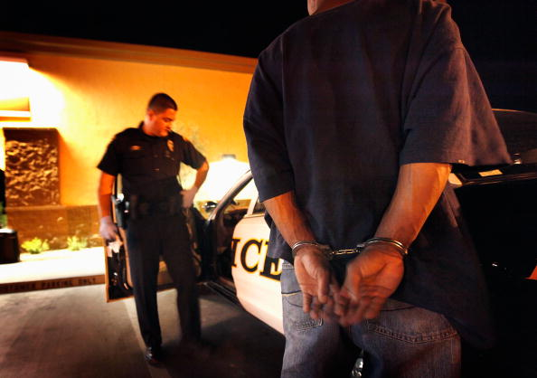 Arrest「Tucson Police Work In The City's Predominately Hispanic South Side」:写真・画像(0)[壁紙.com]