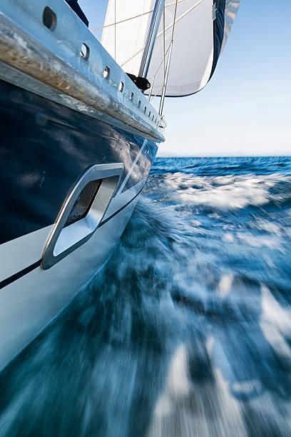 Sailing Boat Leaning, Low Wiewpoint, Motion Blurred:スマホ壁紙(壁紙.com)