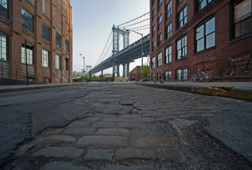 New York State「USA, New York City, Manhattan Bridge, view from cobbled street」:スマホ壁紙(10)