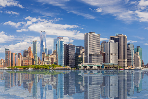National Landmark「New York City Skyline with Manhattan Financial District and World Trade Center Reflected in Water of New York Harbor, NY, USA.」:スマホ壁紙(13)