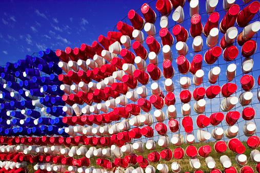 Art「American Flag of empty plastic cups」:スマホ壁紙(14)