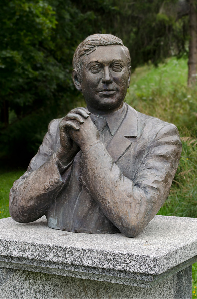 Bust - Sculpture「Monument to Walter Tobagi」:写真・画像(1)[壁紙.com]