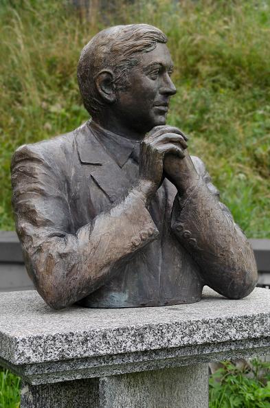 Bust - Sculpture「Monument to Walter Tobagi」:写真・画像(3)[壁紙.com]
