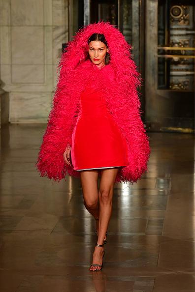 Catwalk - Stage「Oscar De La Renta - Runway - February 2020 - New York Fashion Week」:写真・画像(19)[壁紙.com]