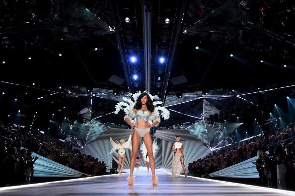 ヴィクトリアズ・シークレット・ファッションショー「2018 Victoria's Secret Fashion Show in New York - Runway」:写真・画像(19)[壁紙.com]