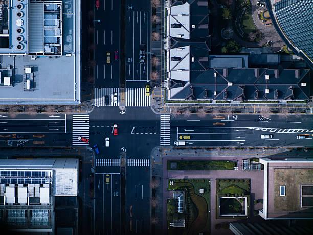 The crossing way of Marunouchi in Tokyo:スマホ壁紙(壁紙.com)