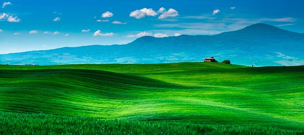 Monte Amiata「Farm in Tuscany with rolling hills」:スマホ壁紙(5)