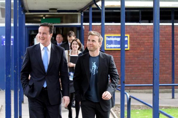 Oli Scarff「David Cameron Visits A School With Singer Gary Barlow」:写真・画像(8)[壁紙.com]