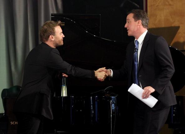 Oli Scarff「David Cameron Visits A School With Singer Gary Barlow」:写真・画像(7)[壁紙.com]