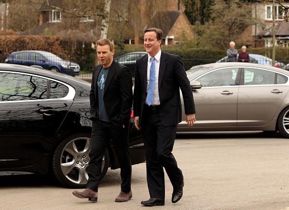Oli Scarff「David Cameron Visits A School With Singer Gary Barlow」:写真・画像(9)[壁紙.com]