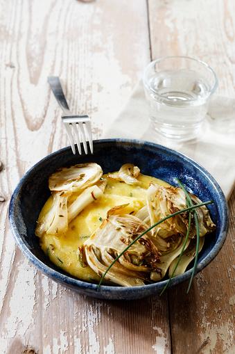 Fennel「Polenta with caramelized fennel in bowl」:スマホ壁紙(0)