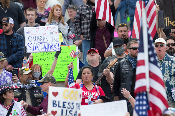 Stay at Home Order「Protestors Rally Against Stay-At-Home Order At Washington State Capitol」:写真・画像(3)[壁紙.com]