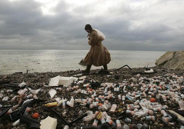 Pollution「Beached Cargo Ship Raises Pollution Fears Off The Devon Coast」:写真・画像(18)[壁紙.com]