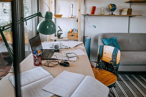 E-Learning「Desk for e-learning class at home」:スマホ壁紙(2)