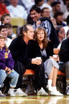Inglewood「Celebrities Enjoy NBA Basketball」:写真・画像(6)[壁紙.com]