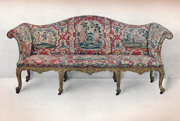 Sofa「Long Upholstered Sofa: Serpentine-Shaped, Carved and Gilt, c1750」:写真・画像(17)[壁紙.com]