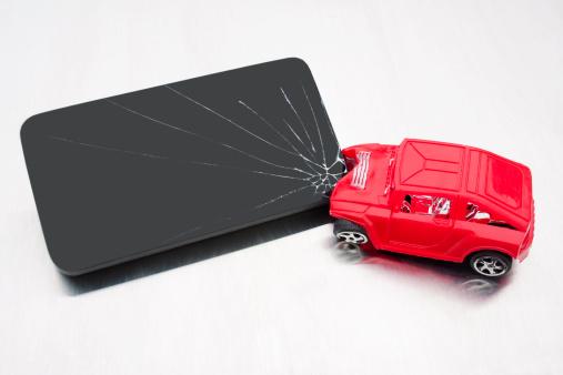 Teenager「Handheld Device Distracted Driving Crash」:スマホ壁紙(7)
