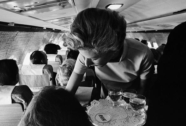 Passenger Cabin「New Uniforms For Stewardesses」:写真・画像(9)[壁紙.com]