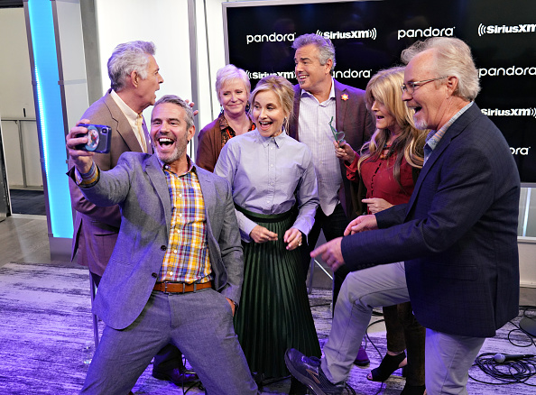 Shallow「Andy Cohen's Deep And Shallow Interview Special With The Cast Of The Brady Bunch On SiriusXM's Radio Andy Channel At The SiriusXM Studios In New York City」:写真・画像(17)[壁紙.com]