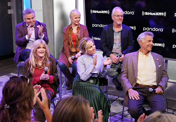 Shallow「Andy Cohen's Deep And Shallow Interview Special With The Cast Of The Brady Bunch On SiriusXM's Radio Andy Channel At The SiriusXM Studios In New York City」:写真・画像(15)[壁紙.com]