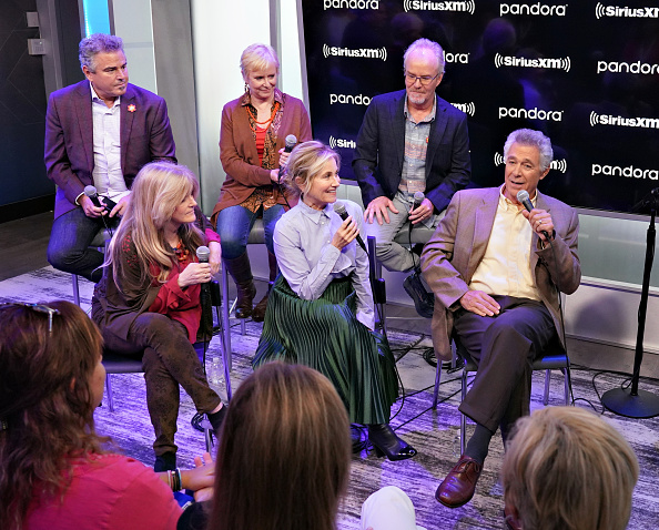 Shallow「Andy Cohen's Deep And Shallow Interview Special With The Cast Of The Brady Bunch On SiriusXM's Radio Andy Channel At The SiriusXM Studios In New York City」:写真・画像(13)[壁紙.com]