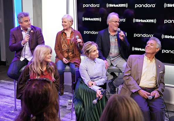 Shallow「Andy Cohen's Deep And Shallow Interview Special With The Cast Of The Brady Bunch On SiriusXM's Radio Andy Channel At The SiriusXM Studios In New York City」:写真・画像(4)[壁紙.com]