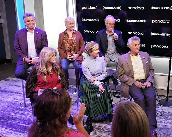 Shallow「Andy Cohen's Deep And Shallow Interview Special With The Cast Of The Brady Bunch On SiriusXM's Radio Andy Channel At The SiriusXM Studios In New York City」:写真・画像(3)[壁紙.com]