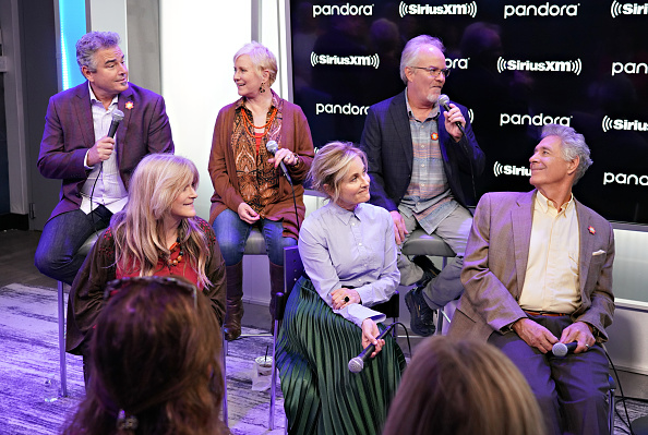 Shallow「Andy Cohen's Deep And Shallow Interview Special With The Cast Of The Brady Bunch On SiriusXM's Radio Andy Channel At The SiriusXM Studios In New York City」:写真・画像(5)[壁紙.com]