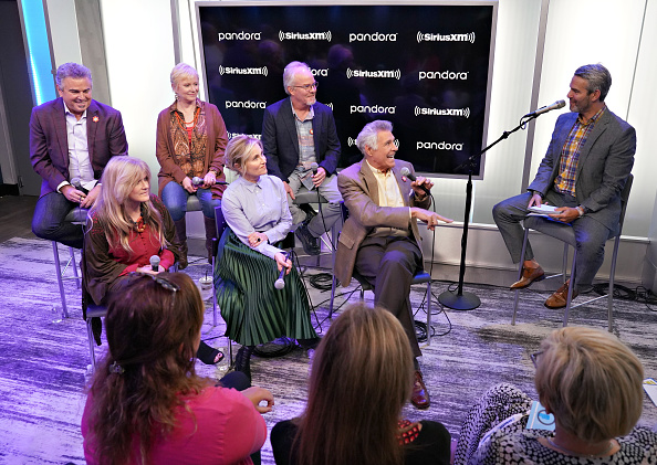 Shallow「Andy Cohen's Deep And Shallow Interview Special With The Cast Of The Brady Bunch On SiriusXM's Radio Andy Channel At The SiriusXM Studios In New York City」:写真・画像(9)[壁紙.com]