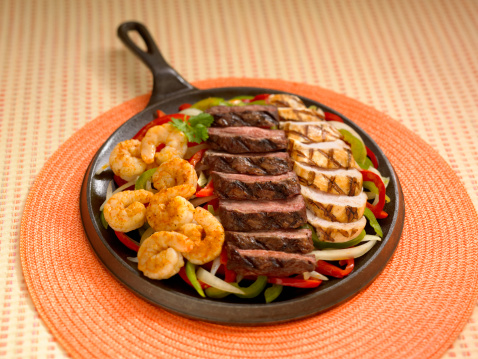 Fajita「Shrimp , beef and chicken in griddle」:スマホ壁紙(13)