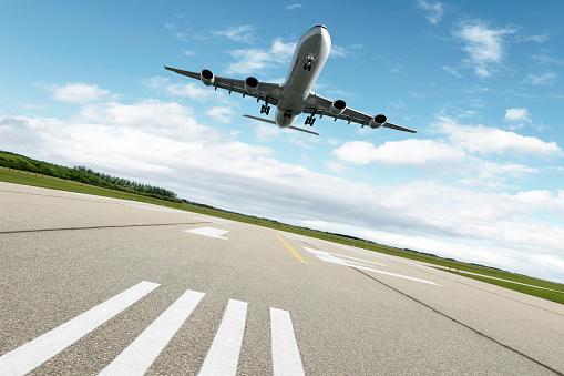Approaching「XL jet airplane landing」:スマホ壁紙(14)
