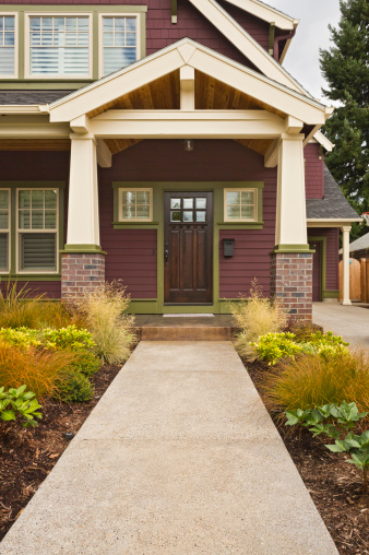 Front Door「Front entrance to classic-style American home」:スマホ壁紙(8)