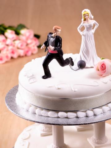 Uncertainty「Escaping Groom on Wedding Cake」:スマホ壁紙(1)